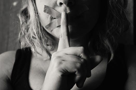 Inceste: la force du silencefamiliale.